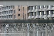 Abgewiesene Asylsuchende können in Administrativhaft genommen werden. Aufnahme eines Gefängnisses im Kanton Genf. (Bild: Martial Trezzini, Keystone)
