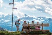 Bänkli auf dem Hüenderegg mit Blick Richtung Schächental. (Bild: Angel Sanchez)