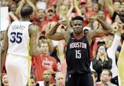 Bleibt in Houston: Clint Capela. (Bild: David Phillip/AP (28. Mai 2018))