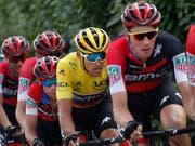 Stefan Küng während der ersten Tour-Woche an der Spitze des Feldes (Bild: KEYSTONE/AP/CHRISTOPHE ENA)