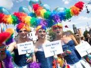 Schwule, Lesben, Bisexuelle, Transgender demonstrieren auf dem Berliner Ku'damm. (Bild: KEYSTONE/EPA/HAYOUNG JEON)