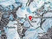 Absturzursache unbekannt: Das Kleinflugzeug war auf einem Rundflug, als es am Freitag auf den Mont-Durand-Gletscher abstürzte. (Bild: Swisstopo)