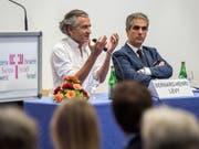 Wechselt vom «Corriere del Ticino» zur italienischen RAI: Marcello Foa (rechts, an einer Veranstaltung der Gesellschaft Schweiz-Israel im Jahr 2015). (Bild: KEYSTONE/TI-PRESS/GABRIELE PUTZU)