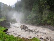 Aus einem Gletschersee auf der Plaine Morte ausgelaufenes Schmelzwasser bringt Hochwasser an der Lenk im Berner Oberland. (Bild: Keystone/PATRICK HUERLIMANN)