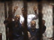 Zum Tod verurteilt: Muslimbrüder-Führer Issam al-Irian (rechts) und Mohammes al-Beltagui in einem Bild von 2015. (Bild: KEYSTONE/EPA/KHALED ELFIQI)
