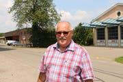 Hanspeter Kernen, Gemeinderat von Sulgen, auf der Auholzstrasse, wo sich der Werkhof und das Feuerwehrdepot befinden. (Bild: Hannelore Bruderer)