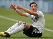 Mesut Özil will nach der Erdogan-Affäre wieder aufstehen (Bild: KEYSTONE/EPA/SERGEI ILNITSKY)