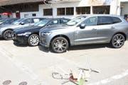 Mehrere Autos wurden beschädigt. (Bild: Kapo SG)