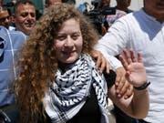 Fast acht Monate nach ihrer Festnahme ist die Palästinenserin Ahed Tamimi wieder frei. (Bild: KEYSTONE/AP/MAJDI MOHAMMED)