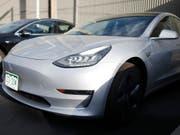 Der Chef der Fahrzeugentwicklung bei Tesla geht. Doug Field gilt als einer der Köpfe des Models 3, das massive Produktionsprobleme hat. (Bild: KEYSTONE/AP/DAVID ZALUBOWSKI)