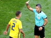 Entschuldigte sich bei Granit Xhaka - und fehlt im Viertelfinal wegen einer Gelbsperre: Mikael Lustig (Bild: KEYSTONE/EPA/ZURAB KURTSIKIDZE)
