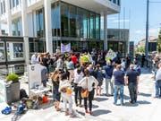Die Angestellten von Tamedia Romandie sind in einen Streik getreten. (Bild: KEYSTONE/PATRICK HUERLIMANN)