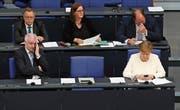 Der deutsche CSU-Innenminister Horst Seehofer und Bundeskanzlerin Angela Merkel gestern im Bundestag. (Bild: Sean Gallup/Getty (Berlin, 3. Juli 2018))