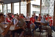 Die Verzweiflung nach einer ungenutzten Chance der Schweiz steht den Nati-Fans ins Gesicht geschrieben. (Bild: Gianni Amstutz)