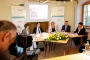 Staatsschreiber Rainer Gonzenbach mit den Regierungsräten Monika Knill, Jakob Stark, Cornelia Komposch, Walter Schönholzer und Carmen Haag. (Bild: Donato Caspari)