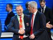 Gianni De Biasi (links) mit dem Schweizer Nationalcoach Vladimir Petkovic (Bild: KEYSTONE/JEAN-CHRISTOPHE BOTT)