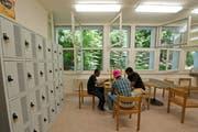 Blick in die Gemeinschaftsküche des Asylzentrums Hirschpark in Luzern, das Ende Jahr schliesst. (Bild: Dominik Wunderli, 10. Juni 2014)