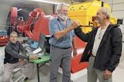 Von rechts: Paul Furrer, Caspar Walker und Ingenieur Hans-Georg von Wedemeyer bei der Inbetriebnahme. (Bild: gw (Gurtnellen, 3. Juli 2018))