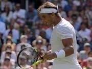 Guter Start auf Rasen: Rafael Nadal steht in Wimbledon in der 2. Runde (Bild: KEYSTONE/AP/BEN CURTIS)