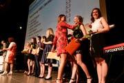 Grosse Freude bei den Berufsmaturanden, welche eine Auszeichnung für die besten Abschlüsse erhielten.
