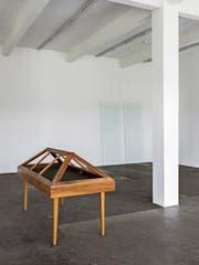 Die Vitrine der Stiftsbibliothek St.Gallen hat einen Ausflug in die Kunsthalle gemacht. (Bild: Gunnar Meier)