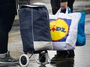 Aldi und Lidl stoppen in den Niederlanden den Verkauf von Energydrinks an Kinder. (Bild: KEYSTONE/GEORGIOS KEFALAS)