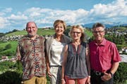 Martin Schweizer, Hiltrud Steuri, Vreni Küchlin und Georg Kegel; nicht auf dem Bild zu sehen, ist die fünfte neu-pensionierte Lehrperson Neria Hertler. (Bild: PD)