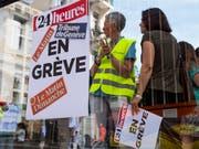 Einige Dutzend Journalistinnen und Journalisten der Westschweizer Publikationen von Tamedia wollen aus Protest gegen die Einstellung der Tageszeitung «Le Matin» bis Mittwoch um Mitternacht streiken. (Bild: KEYSTONE/LAURENT DARBELLAY)