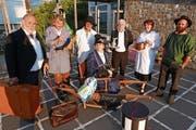 Die sieben Schauspieler der Seelisberger Theatergruppe holen für einen Moment die Zeit vor 1900 in die Gegenwart zurück. (Bild: Christoph Näpflin, Seelisberg, 2. Juli 2018)