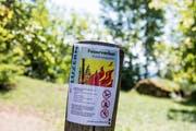 Wegen der anhaltenden Trockenheit herrscht im Kanton Luzern absolutes Feuerverbot. Bild: Alexandra Wey / Keystone (Greppen, 26. Juli 2018)