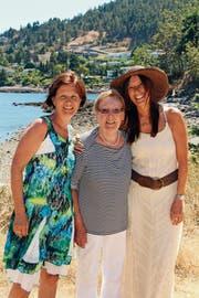 2016 erhielt Madeleine Ware-Jud (rechts) in ihrer neuen Heimat Kanada Besuch von ihrer Schwester und ihrer damals 88 Jahre alten Mutter. (Bild: PD)