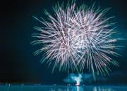 Das Feuerwerk an der Bundesfeier vor einem Jahr zog zahlreiche Zuschauer in seinen Bann. (Bild: Jil Lohse (31.Juli 2017))