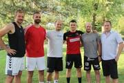 Von links: Trainer Sebastian Munzert, die Neuzugänge Tomáš Adamčík, Florian Henrich und Amer Zildzic, Co-Trainer Marc Fallegger und Präsident Beat Arnold. (Bild: Paul Gwerder, Altdorf, 30. Juli 2018)