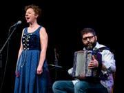 Die Jodlerin Nadja Räss (l) und der Schwyzerörgeler Markus Flückiger, hier an den Stanser Musiktagen 2018, treten auch an der 6. Stubete am See in Zürich auf. (Bild: Keystone/ALEXANDRA WEY)
