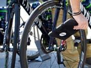 An der Tour de France wurde in keiner Kontrolle verstecktes Motor-Doping festgestellt (Bild: KEYSTONE/JEAN-CHRISTOPHE BOTT)