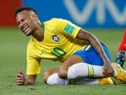 Keine Seltenheit: Neymar liegt mit schmerzverzerrtem Gesicht am Boden (Bild: KEYSTONE/AP/FRANCISCO SECO)