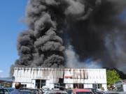 Die Autowerkstatt in Siblingen wurde beim Brand komplett zerstört. Die Brandursache ist noch unklar. (Bild: Schaffhauser Polizei)
