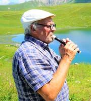 Ernst Spichtig, der Flötler im Seefeld, ist weitherum zu hören. Er ist einer der neun Pächter des Seefeldsees.
