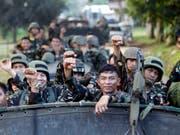 Waren das Ziel eines mutmasslich islamistischen Selbstmordanschlags: Soldaten des Militärs auf den Philippinen. (Bild: KEYSTONE/EPA/BEN HAJAN)