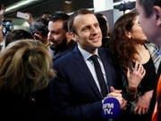 Die Affäre um seinen Ex-Sicherheitsmann ist zumindest bis anhin nicht eskaliert. Die Mehrheit der französischen Nationalversammlung stellte sich am Dienstag hinter Präsident Emmanuel Macron. (Bild: KEYSTONE/EPA/YOAN VALAT)
