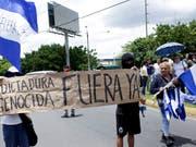 «Völkermörderische Diktatur raus!» steht auf einem Transparent von Protestierenden in den Strassen von Managua, der Hauptstadt Nicaraguas (Aufnahme vom 30. Juli 2018). (Bild: KEYSTONE/AP/ARNULFO FRANCO)