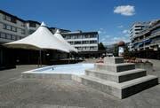 Der Brunnen auf dem Dorfplatz Steinhausen wird nach der Bundesfeier vom 1. August vorübergehend ausser Betrieb genommen. (Bild: Stefan Kaiser (Steinhausen, 21.Juni 2018))