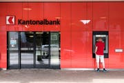 Eine Filiale der Basellandschaftlichen Kantonalbank.Bild: Georgios Kefalas/Keystone (Pratteln, 31. Mai 2017)