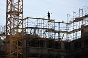 Bauboom: In der Stadt Luzern rechnen Planer und Bauherren mit vier bis sechs Monaten bis zur Erlangung einer Baubewilligung. (Symbolbild Gaetan Bally/Keystone)