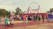 Das Zelt «Big Top Trompoloco» von aussen. (Bild: PD/Alejandro Perez Sacco Fotografia)