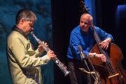 Carlo Gamma (Saxofon) und Christian Hartmann (Kontrabass) musizieren gemeinsam. (Bild: PD)
