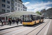 Viele Stadtbewohner würden die Haltestellen für Busse, Postautos und die Appenzeller Bahn gerne am Bohl lassen. Doch das ist nicht so einfach, wie eine neue Verkehrsstudie zeigt. (Bild: Benjamin Manser)