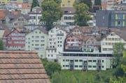 Bis heute ist die «Appenzeller Zeitung» am Sandort Standbühl im Zentrum von Herisau in grossen Lettern angeschrieben – grösser als an dem seit 1980 gültigen Standort an der Kasernenstrasse. (Bild: Roger Fuchs)