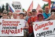Russen protestieren gegen die geplante Erhöhung des Renteneintrittsalters. (Bild: Wladimir Smirnow/Getty (Ivanovo, 1. Juli 2018))