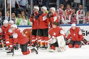 Die enttäuschten Schweizer nach der 2:3-Niederlage im Penaltyschiessen gegen Schweden. (Bild: Andy Müller/Freshfocus (Kopenhagen, 20. Mai 2018))